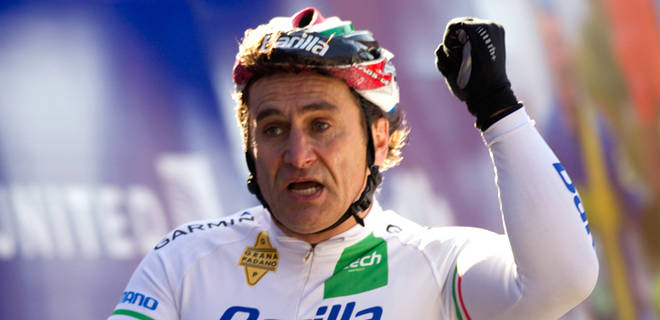 Alex Zanardi won 2011 NYC Marathon hand bike
