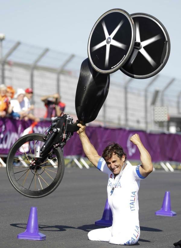 Alex Zanardi won the gold medal at London Paralympics