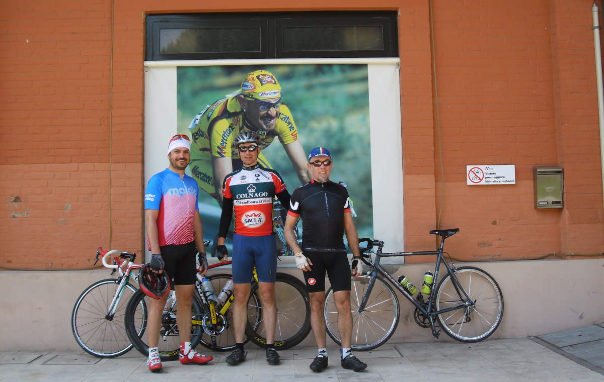 Cycling tour in Italy: in front of Spazio Pantani