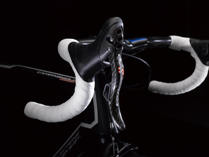 Campagnolo Super Record EPS Ergopower, mounted on the handlebar