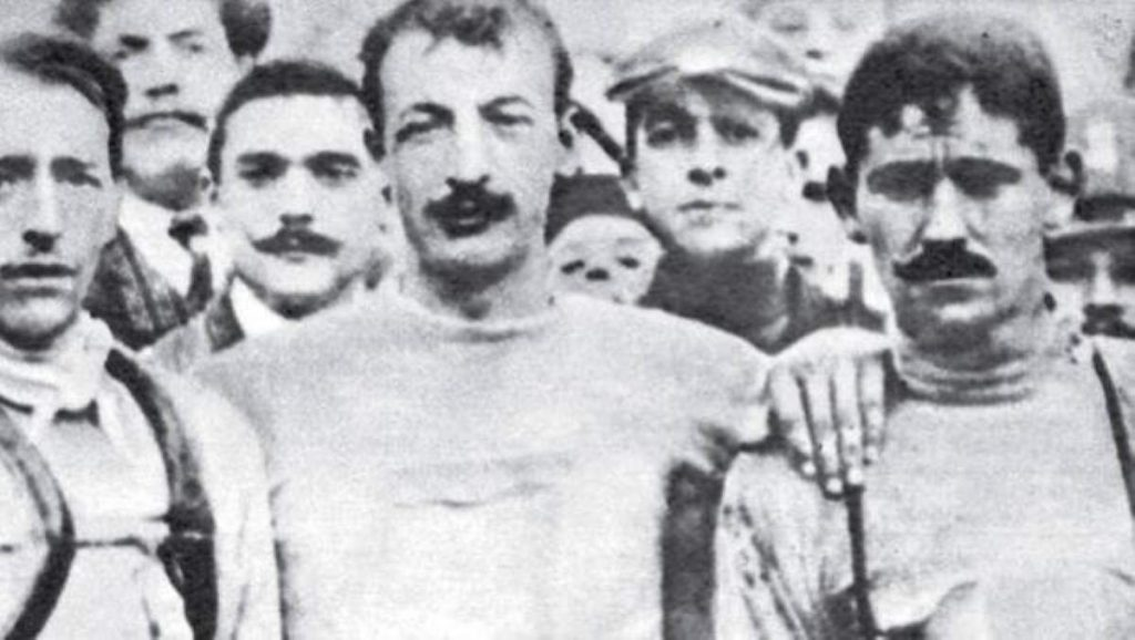 1. Luigi Ganna (middle), 2. Carlo Galetti (left), 3. Giovanni Rossignoli (right, the guy with moustache)