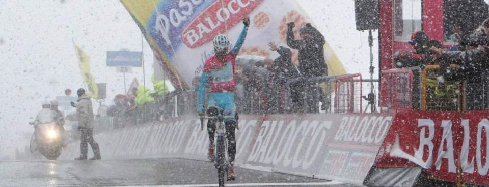 Vincenzo Nibali wins Giro d'Italia 2013 stage 20 (featured)