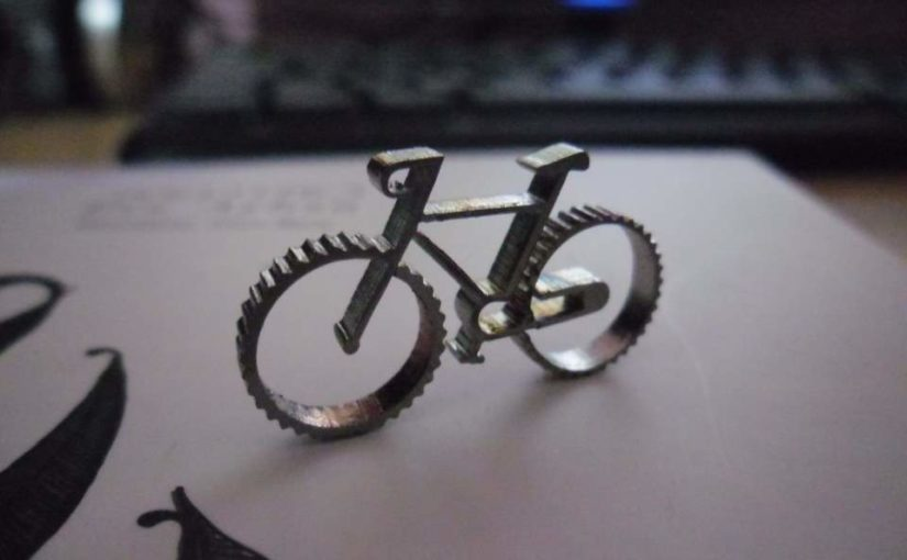 A micro bicycle, a mug, books, etc.