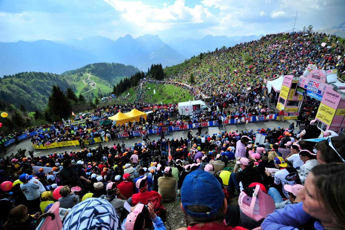 Spectators at Monte Zoncolan