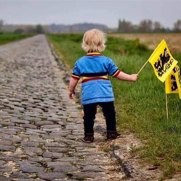 A child is waiting for the peloton.
