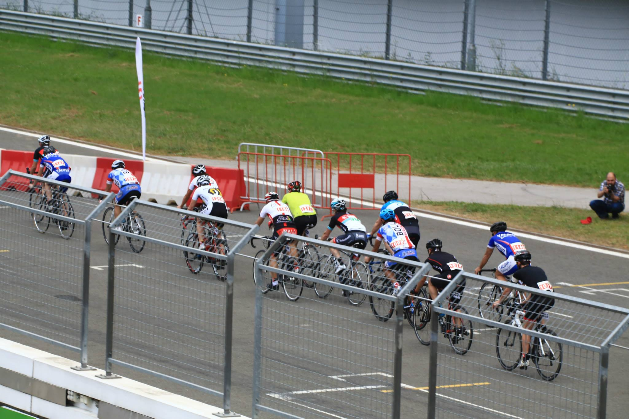 Intercity road race, head of the bunch (May 25, 2014)
