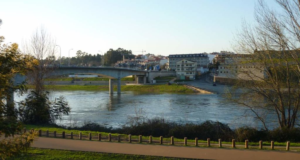The bridge between Salvaterra Do Miño and Monçao