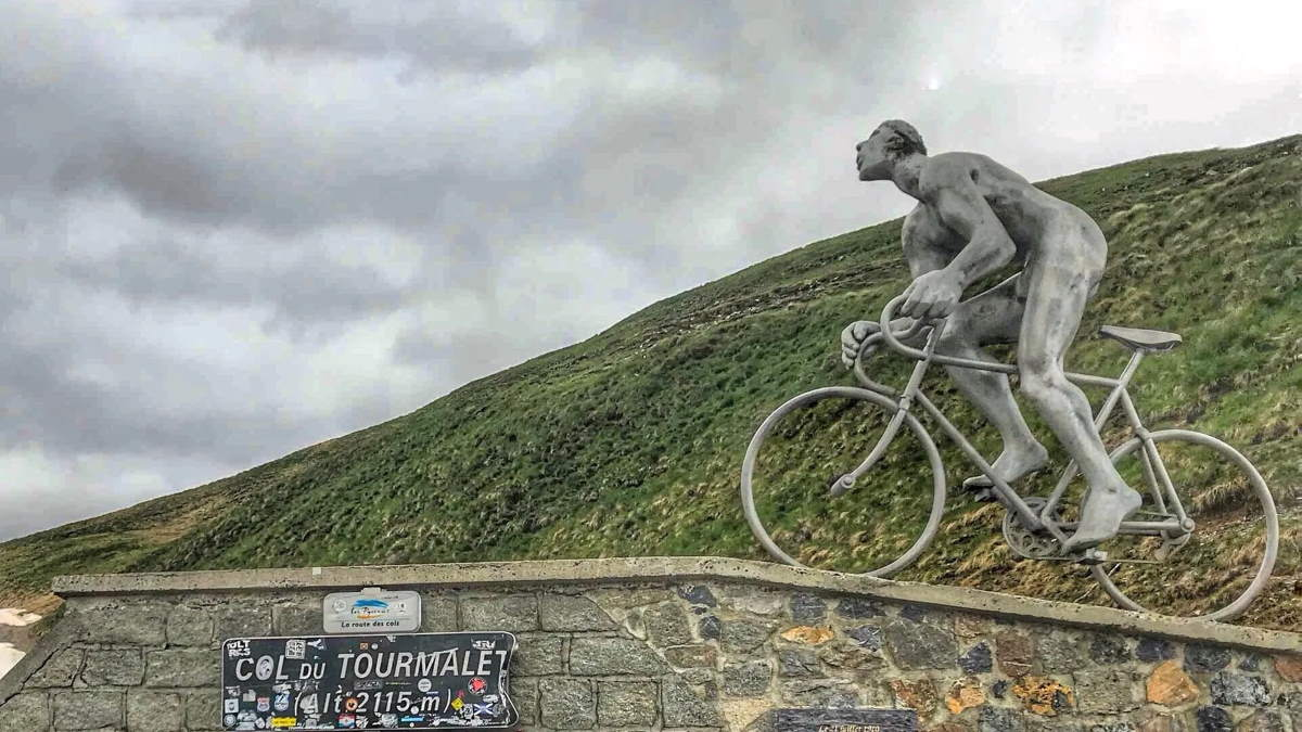 The statue of Octave Lapize on Col du Tourmalet
