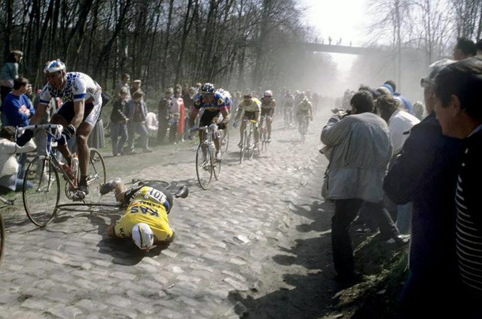 Alfred Achermann crashes at Paris-Roubaix 1988