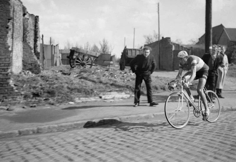 Fausto Coppi going to win Paris-Roubaix 1950