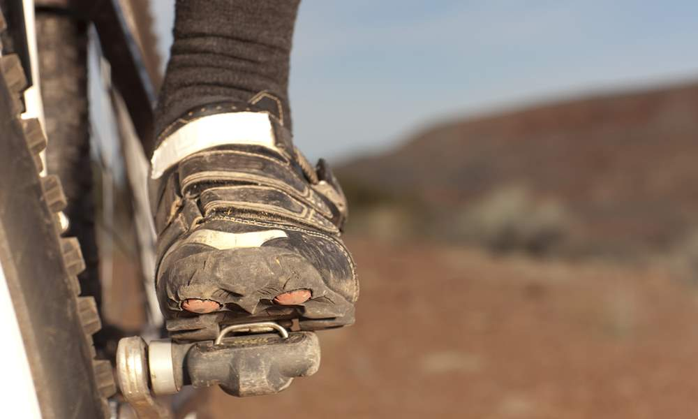 How should a mountain bike shoe fit?