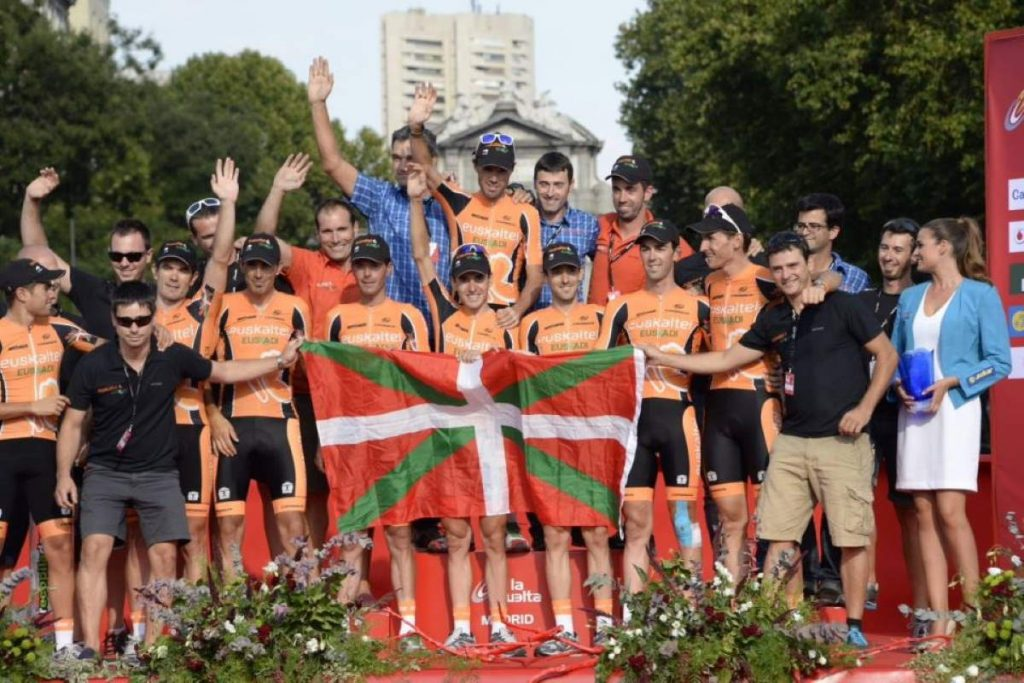 The last photo of team Euskaltel-Euskadi (Vuelta a España 2013)