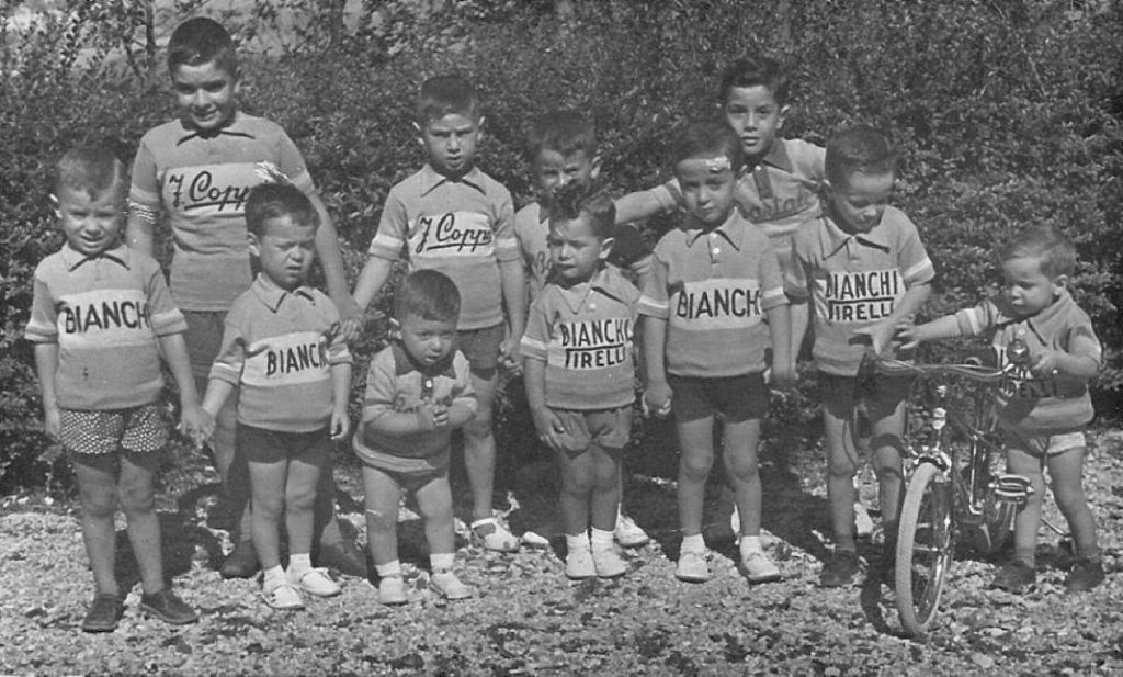Eleven little supporters of Fausto Coppi